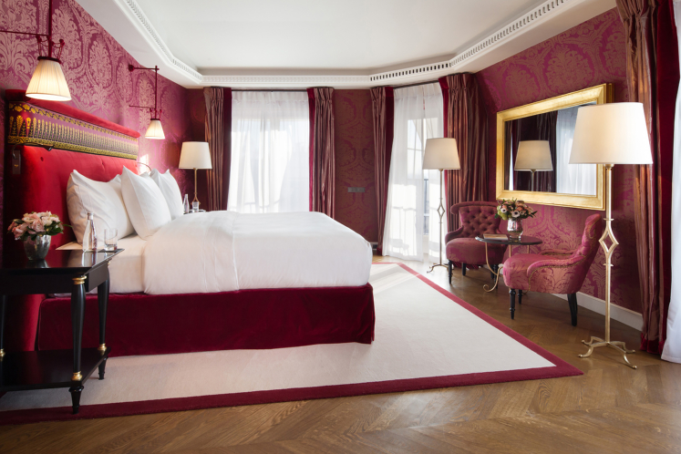 Best honeymoon hotel in Paris